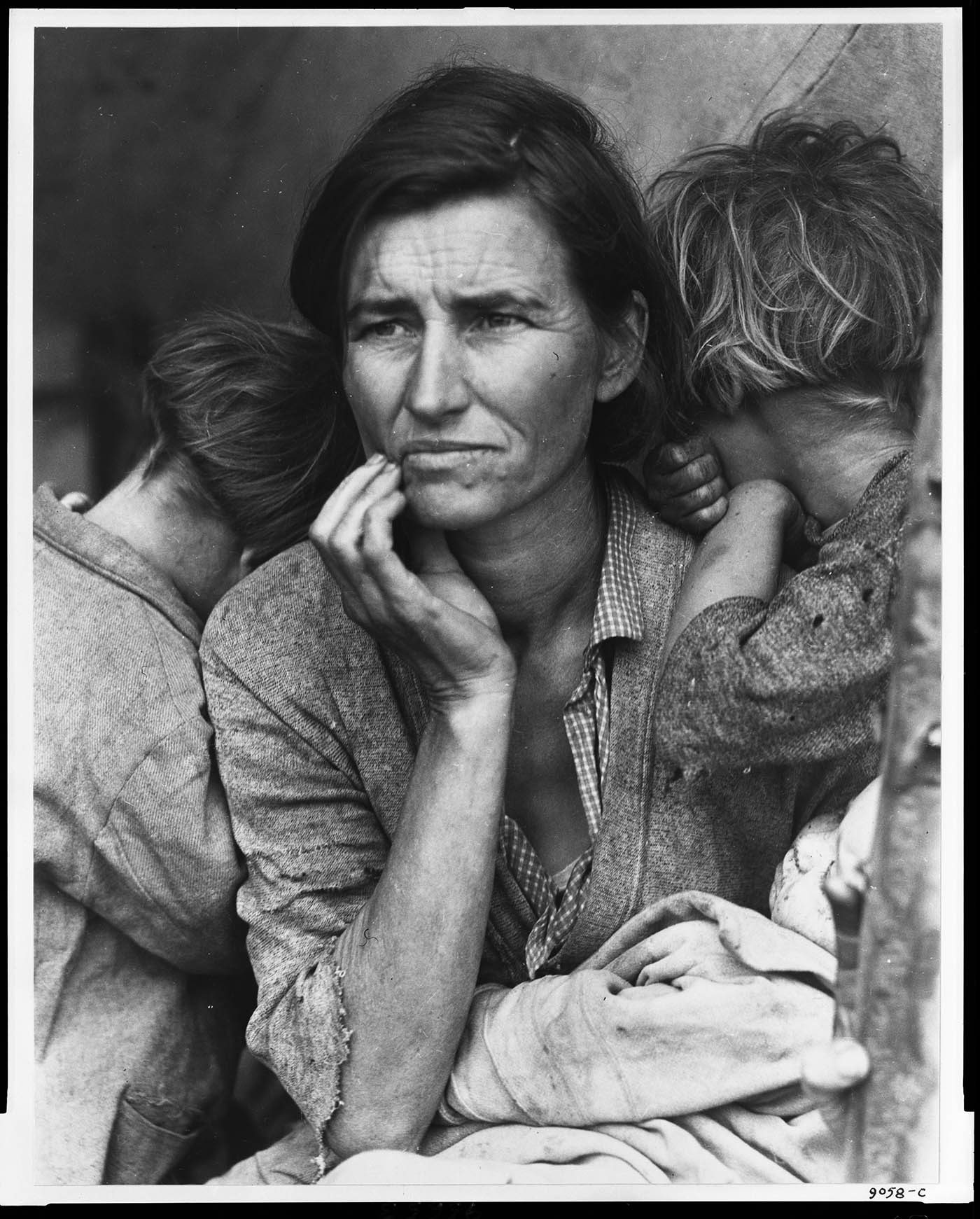 Destitute pea pickers in California. Mother of seven children. Age thirty-two. Nipomo, California Dorothea Lange 1936